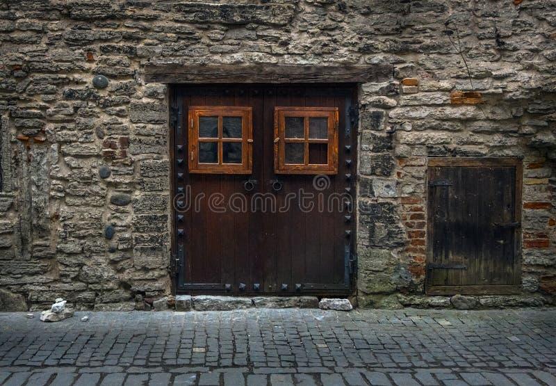 Porta velha Tallinn imagem de stock