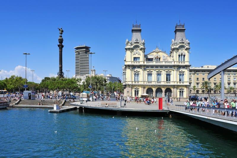 Porta Vell e monumento di Columbus a Barcellona, Spagna fotografie stock libere da diritti