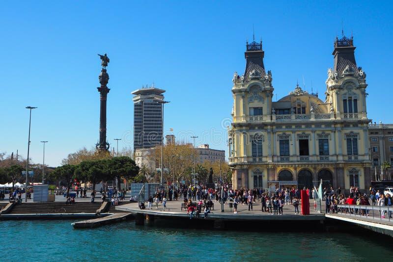 Porta Vell e monumento di Columbus a Barcellona, Spagna fotografia stock libera da diritti