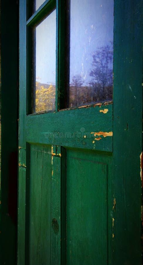 Porta verde do rancho foto de stock