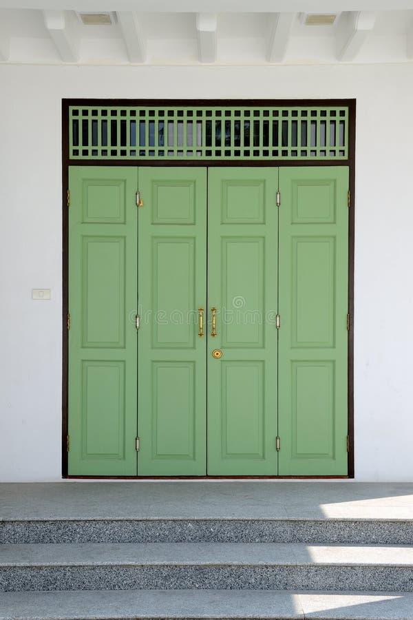 Porta verde do vintage imagem de stock