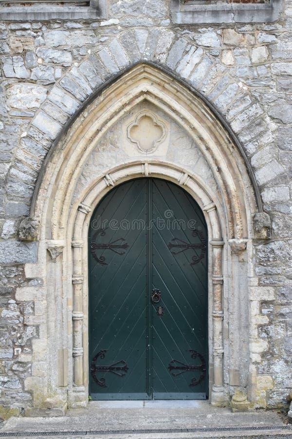 Porta verde em Kilkenny, Irlanda foto de stock