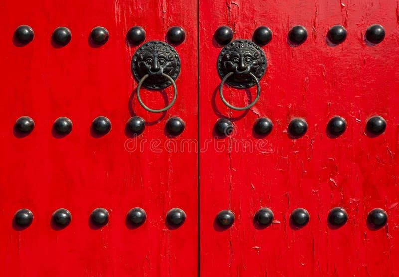 Porta vermelha velha do chinês tradicional fotos de stock