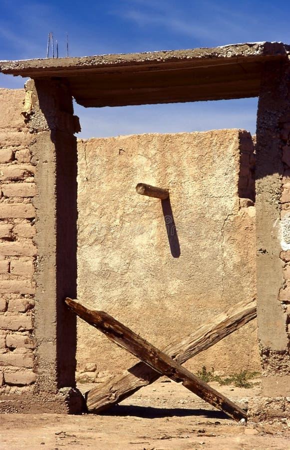 Download Porta X imagem de stock. Imagem de deserto, borne, adôbe - 1001