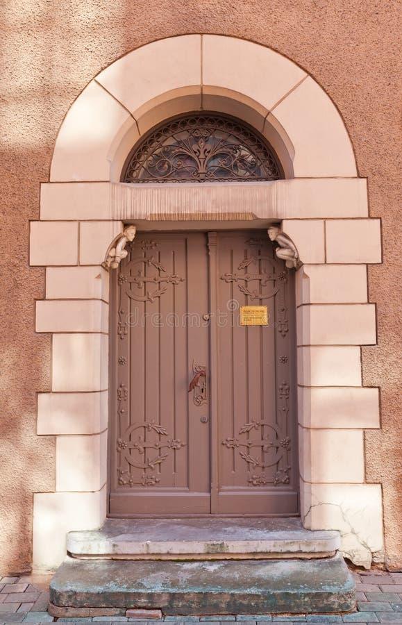 Portaal van Deense Ambassade (XIX c ) in Riga, Letland royalty-vrije stock afbeeldingen
