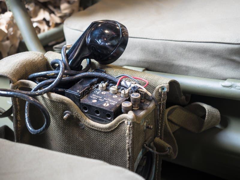 Portable de Radiophone équipé sur la jeep de militaires des USA image libre de droits