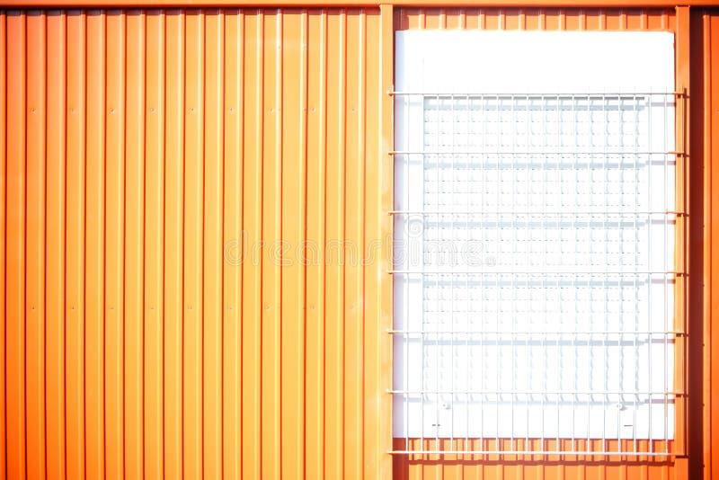 Portacabin mit Gitterfenstern stockfotos