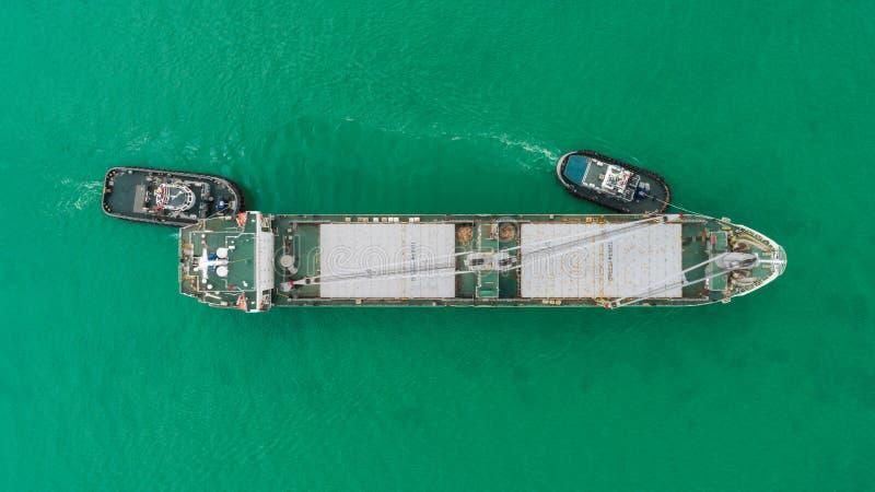 Portacontenedores de la fricción del barco del tirón de la visión aérea del puerto marítimo para el fondo del concepto de las imp imagenes de archivo