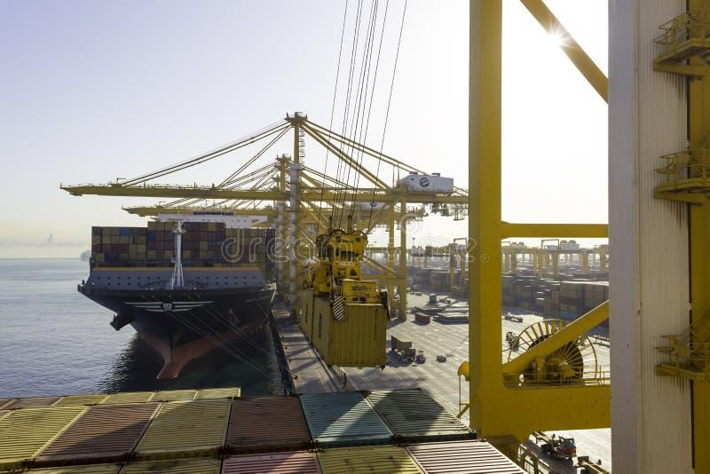 Portacontenedores en el puerto de Dubai imagen de archivo libre de regalías