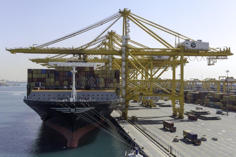 Portacontenedores en el puerto de Dubai imágenes de archivo libres de regalías