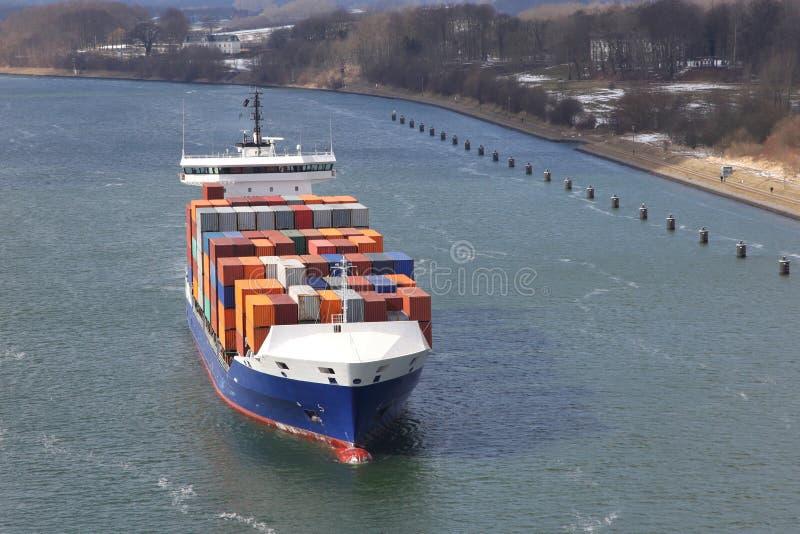 Portacontenedores en Kiel Canal imagen de archivo