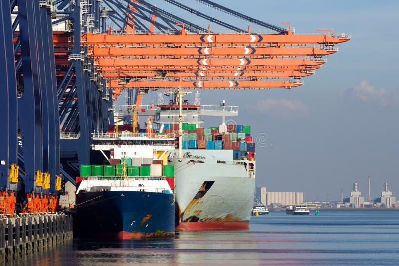 Portacontenedores Rotterdam portuaria imágenes de archivo libres de regalías