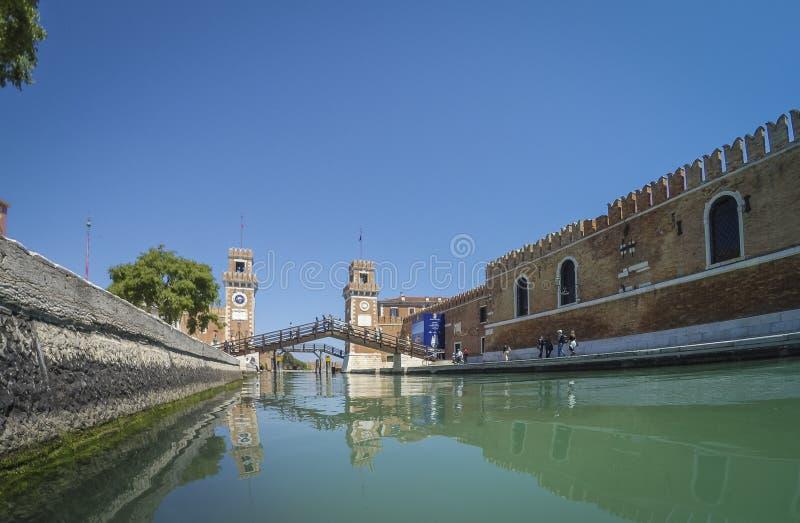Portadell ` Arsenale van binnenuit het kanaal Venetië Italië royalty-vrije stock foto's