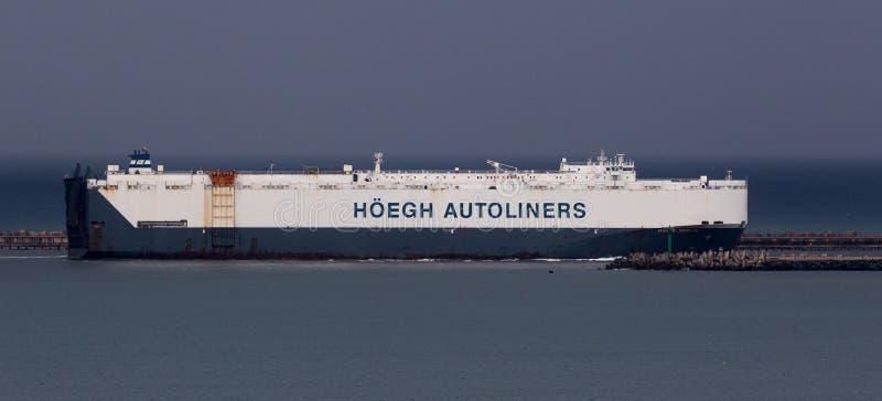 Portador de coche que entra en el puerto de Durban Suráfrica foto de archivo