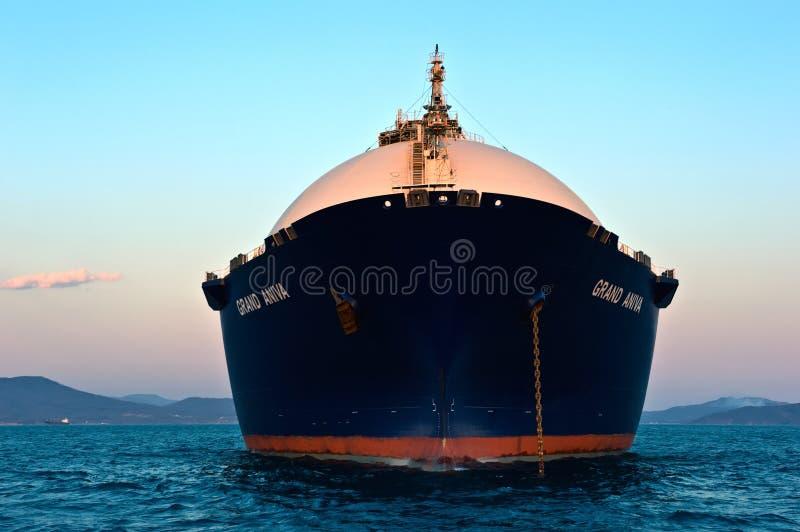 Portador de GNL Aniva grande no por do sol nas estradas do porto de Nakhodka Extremo Oriente de Rússia Mar do leste (de Japão) 31 fotos de stock