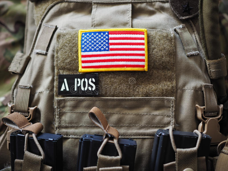 Portador de la placa con el remiendo de la bandera de los E.E.U.U. fotografía de archivo