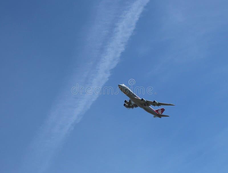 Portador enorme de Cargolux Portugal Airbus do avião de carga de Boeing 747-8F Cargolux foto de stock