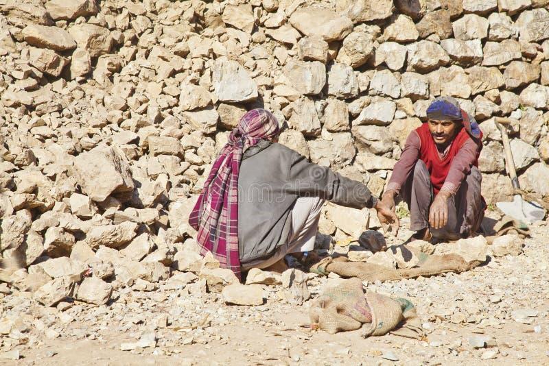 Portadores da rocha do Kashmiri que tomam a ruptura do bate-papo imagens de stock
