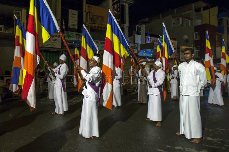 Portadores de bandera budistas fotos de archivo libres de regalías