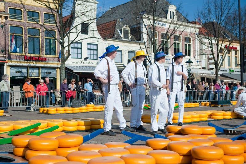 Portadores en el mercado del queso de Alkmaar foto de archivo libre de regalías