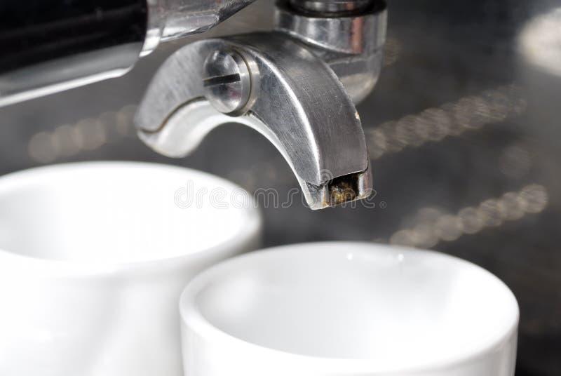 Portafilter Vast in de Machine van de Koffie. stock foto
