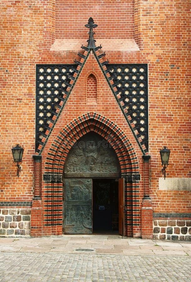 Portail dans l'église gothique de cathédrale photo libre de droits