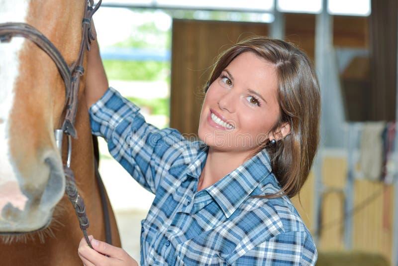 Portait młoda dama z koniem obrazy stock