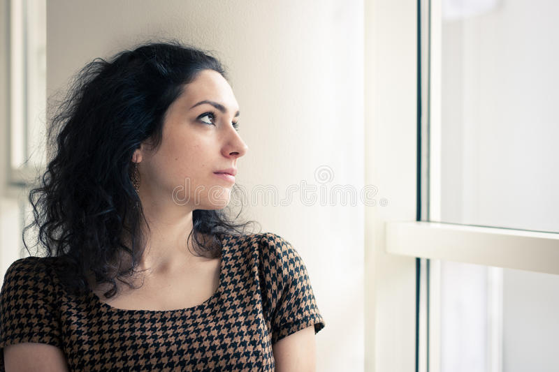 Portait van een jonge vrouw royalty-vrije stock foto