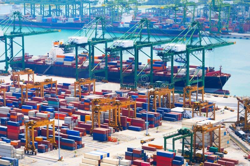 Portaktivitäten in Hamburg Industrieller Kanal Singapurs stockfotos