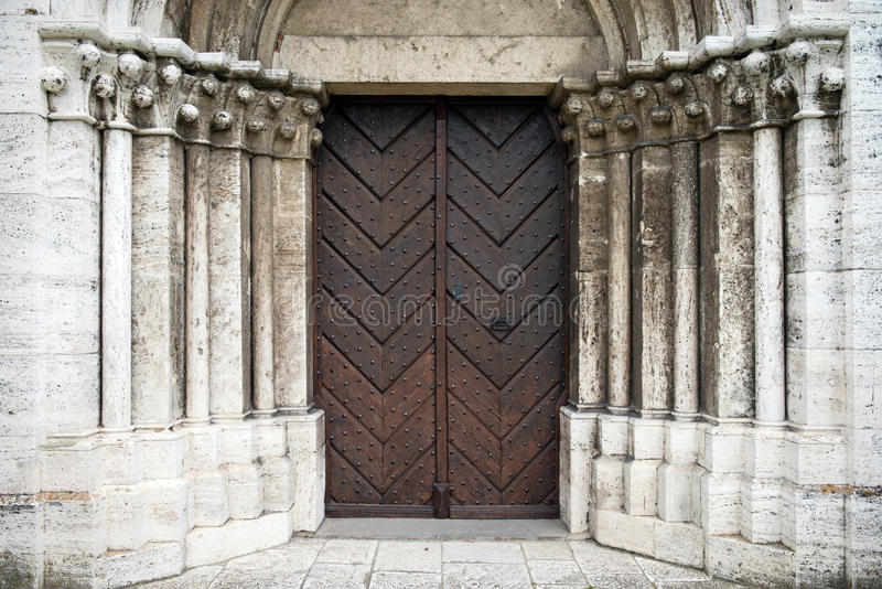 Portal à catedral de St Martin em Spisska Kapitula, Eslováquia foto de stock royalty free