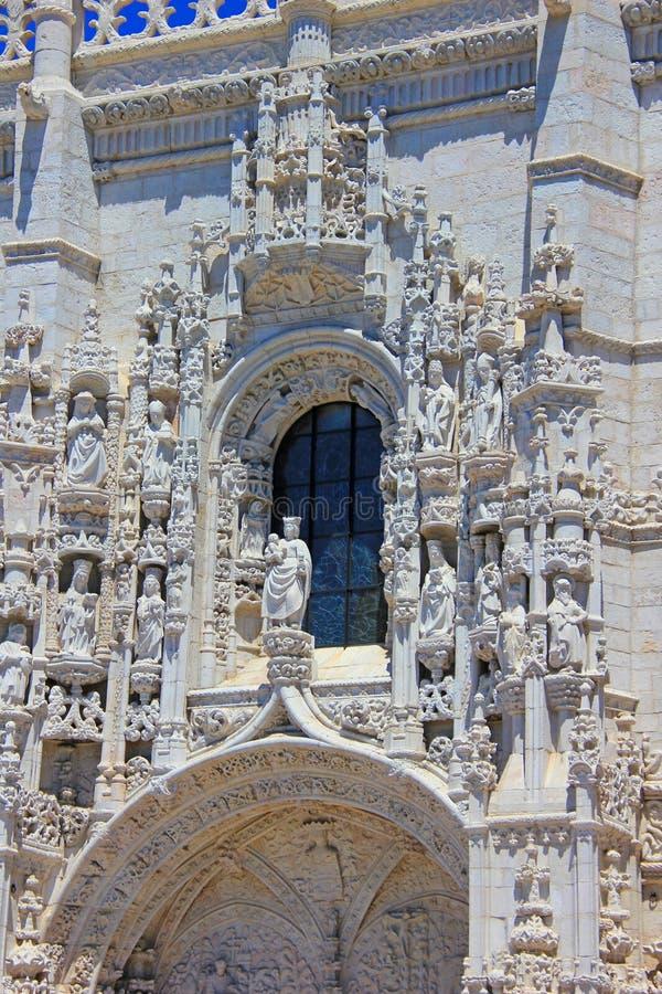 Portal de los jerónimos del DOS del mosteiro del monasterio de los jeronimos en Belem, Lisboa, Portugal imagen de archivo libre de regalías