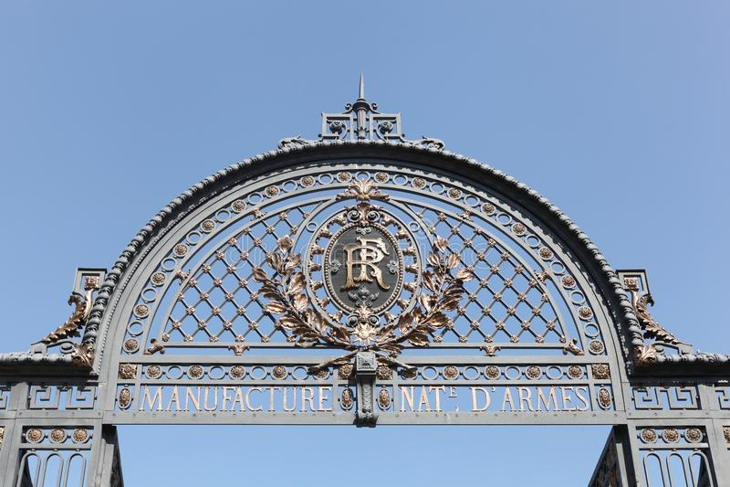 Portal der alten französischen staatseigenen Produktionsgesellschaft gelegen in der Stadt von Saint-Etienne, Frankreich stockfoto
