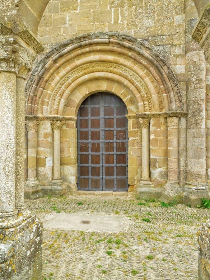 Portal der Einsiedlerei Heiligen Maria von Eunate, Straße zu Santiago-De stockbild