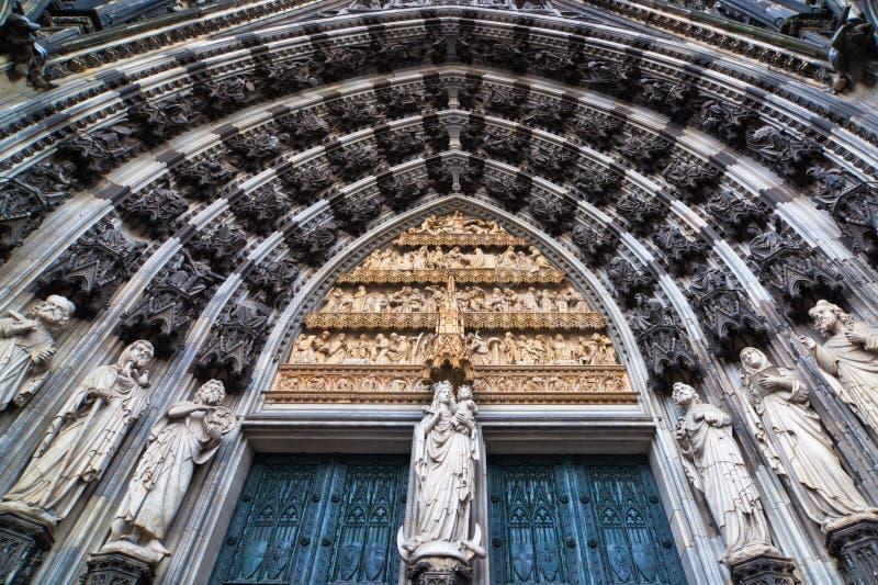 Portal der Köln-Kathedrale lizenzfreie stockfotografie