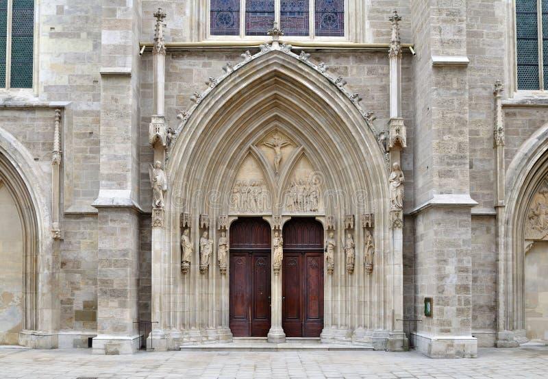 Portal von Minoriten kirche in Wien, Österreich stockfotografie