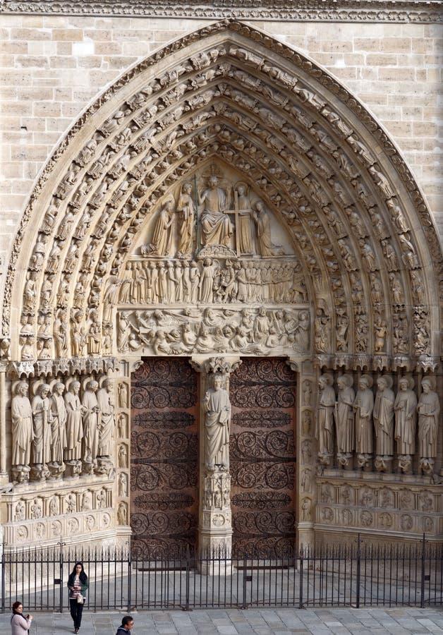 Portale centrale della facciata occidentale di Notre-Dame de Paris fotografie stock