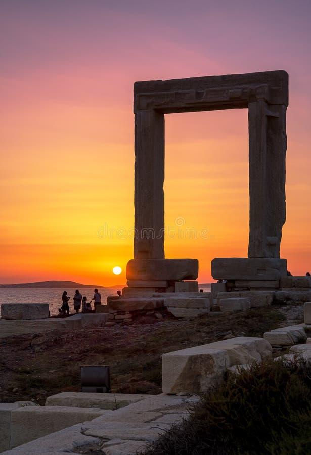Portara - Delian阿波罗古庙废墟在纳克索斯岛,基克拉泽斯上的 库存照片