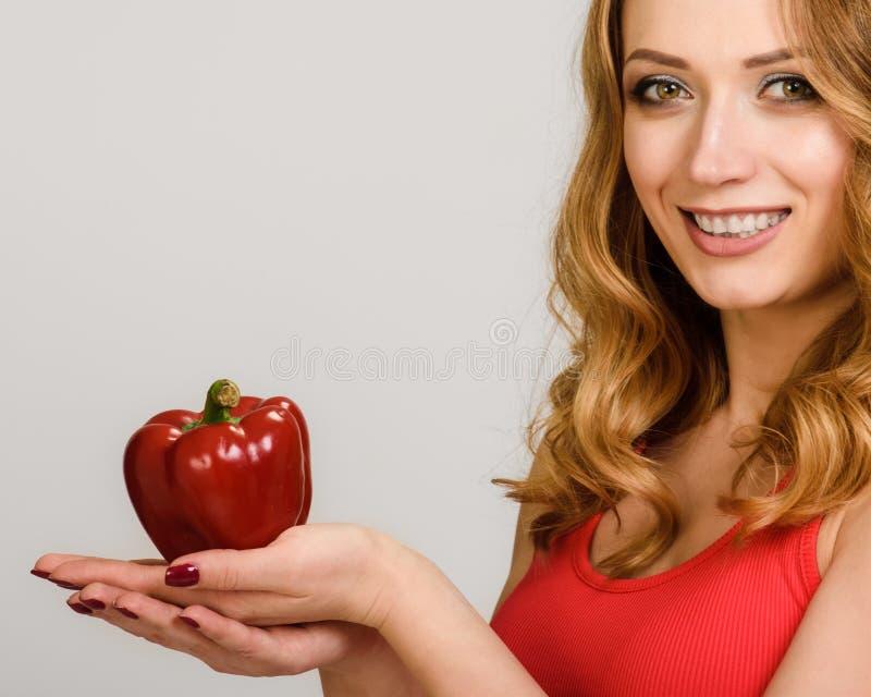 Portarit novo da mulher do vegetariano fotos de stock royalty free