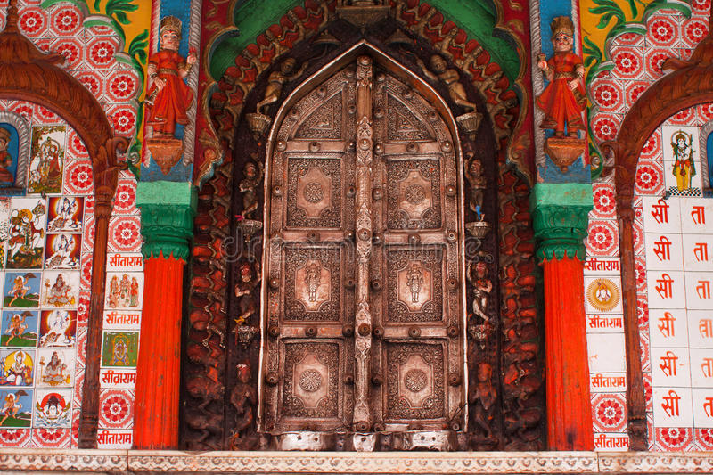 Portas bonitas do metal do templo de Hanuman fotografia de stock royalty free