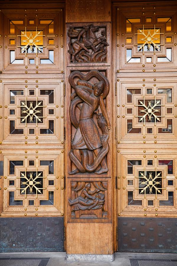 Portas da câmara municipal em Oslo fotografia de stock