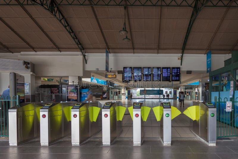 Portas da entrada da estação de trem da rua do Flinders de Melbourne fotografia de stock
