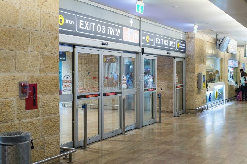 Portas de entrada à entrada de Ben Gurion International Airport, perto de Tel Aviv em Israel imagens de stock royalty free