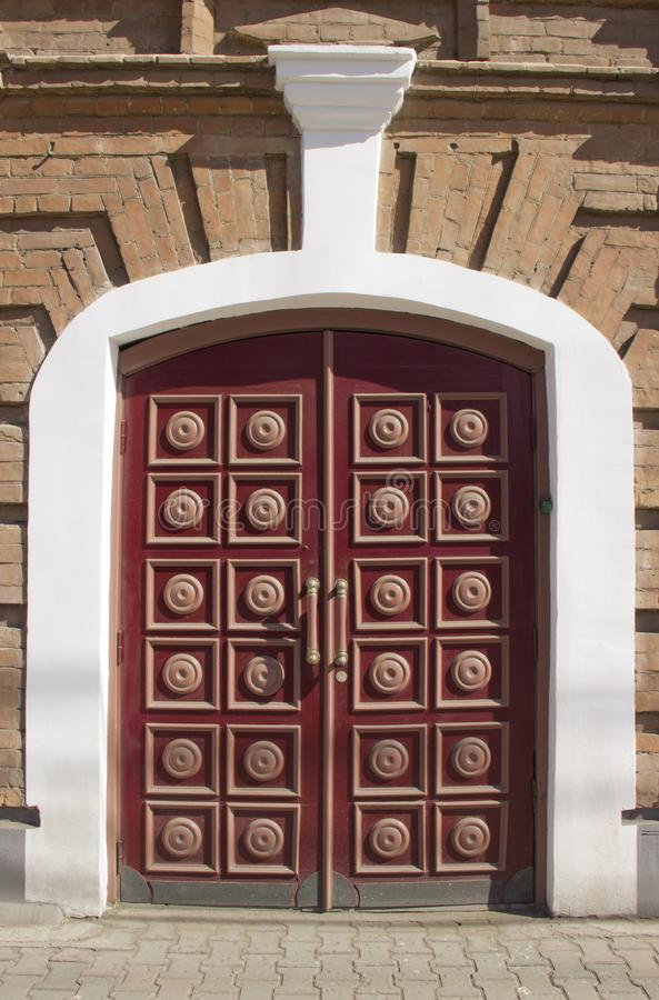 Portas de madeira maciças imagens de stock