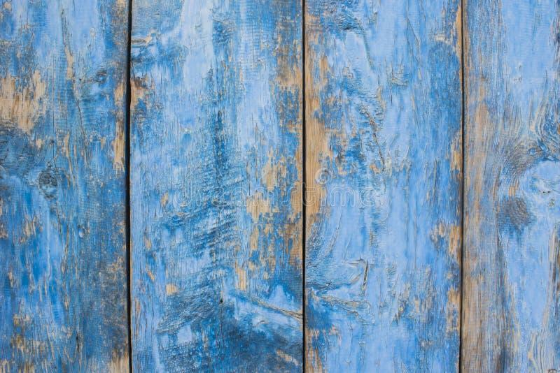 Portas de madeira sarapintados da pintura do cinza azul foto de stock
