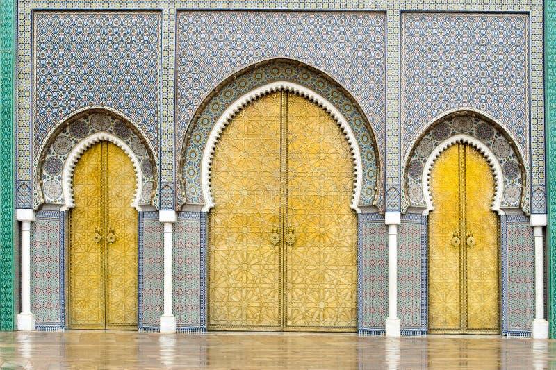 Portas de Royal Palace em Fes, Marrocos fotografia de stock royalty free