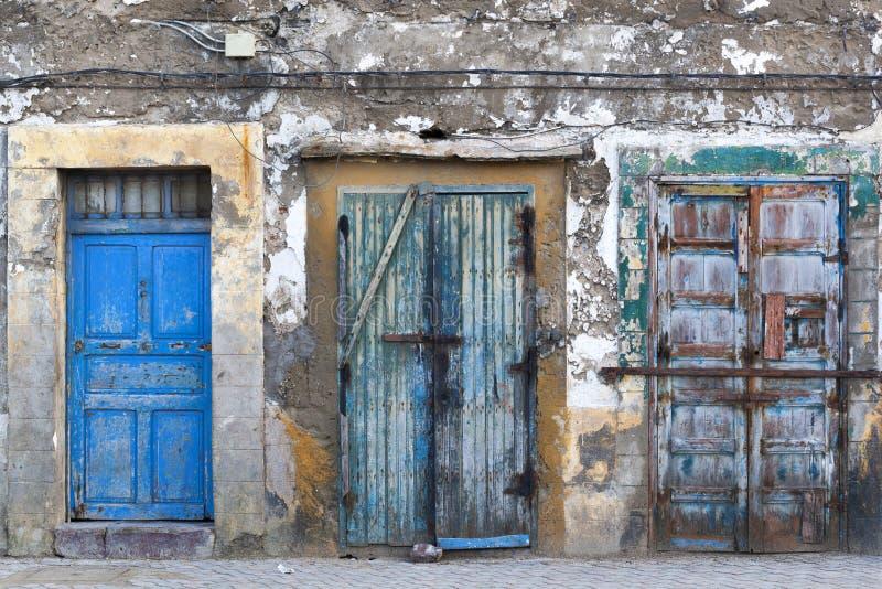 Portas do Grunge no medina de Essaouira fotografia de stock