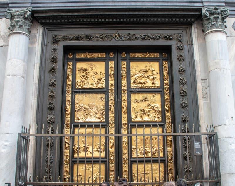 Portas douradas de Florence Baptistery foto de stock