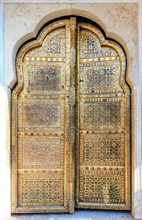 Portas douradas de Hawa Mahal em Jaipur, Rajasthan, Índia fotos de stock