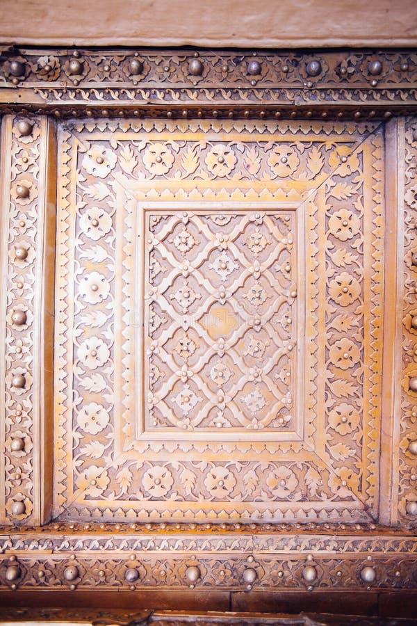 Portas douradas velhas do palácio da cidade de Jaipur imagem de stock royalty free