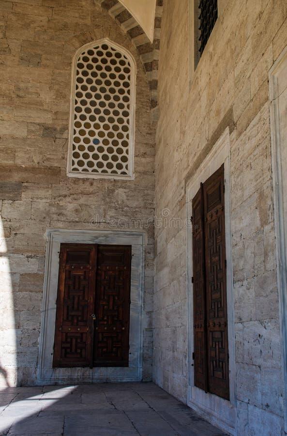 Portas e Windows históricos foto de stock